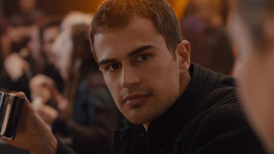 Divergent (2014) Image