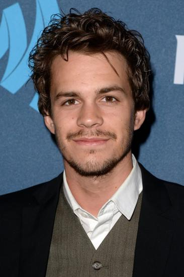 Johnny Simmons Image