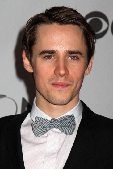 Reeve Carney Image