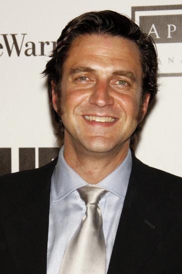 Raúl Esparza Image