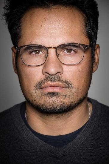 Michael Peña Image