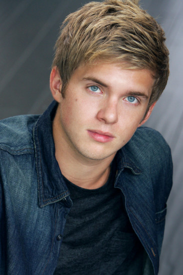 Chris Brochu Image